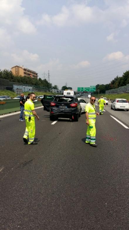 PIANEZZA-COLLEGNO - Maxi tamponamento in tangenziale: cinque auto coinvolte, un ferito