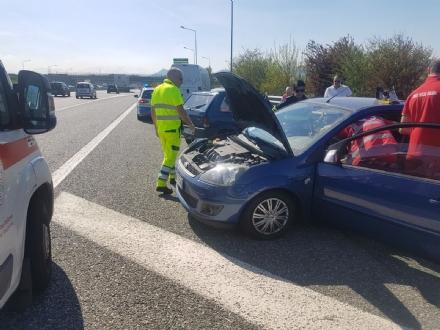 BORGARO - MAXI INCIDENTE IN TANGENZIALE: cinque auto coinvolte, un ferito portato in ospedale