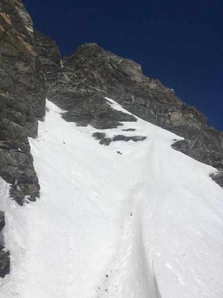 RIVOLI - Rivolese vede lamico precipitare e morire in montagna: ferito e sotto choc