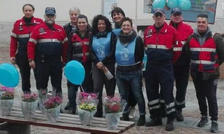 DRUENTO - Successo per la vendita dei fiori per Telefono Azzurro da parte dellAssociazione Nazionale Carabinieri