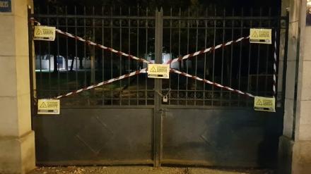 VENARIA - La protesta di CasaPound: «Sigilli» alla scuola primaria De Amicis