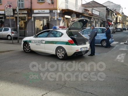 VENARIA - Scontro auto-bici in viale Buridani: ciclista 92enne in ospedale