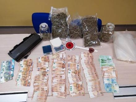 RIVOLI - 18mila euro in contanti e 1.2 chili di marijuana: in manette il «pusher elegante»