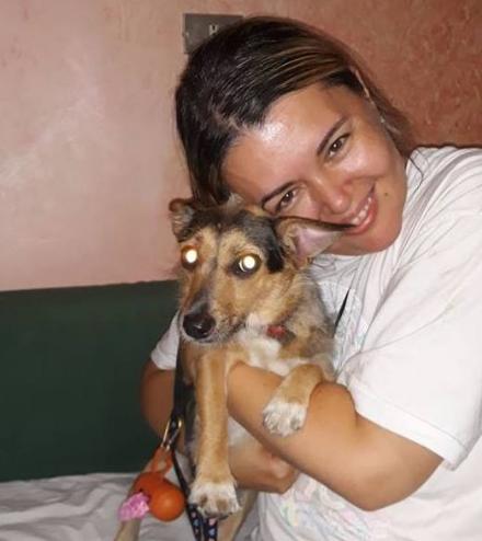 CASELLE - La cagnolina Sara ha riabbracciato i suoi padroni: era scomparsa in aeroporto