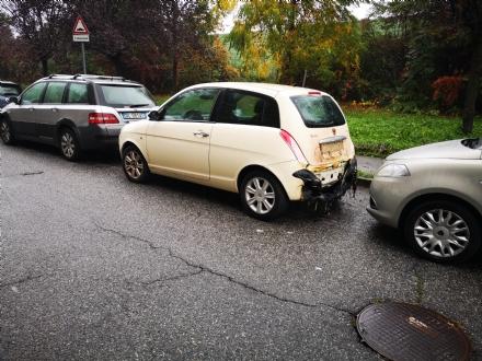 VENARIA - Auto a fuoco nella notte in via Saragat: danneggiate altre due macchine
