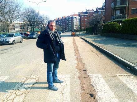 VENARIA - I lavori per la fibra ottica «Open Fiber» arrivano in via Boccaccio