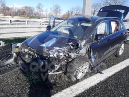 VENARIA - Incidente in tangenziale: due auto coinvolte e cinque feriti