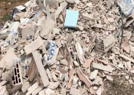 COLLEGNO-GRUGLIASCO - Gettano i rifiuti edili a due passi da Fermi: multati due baristi