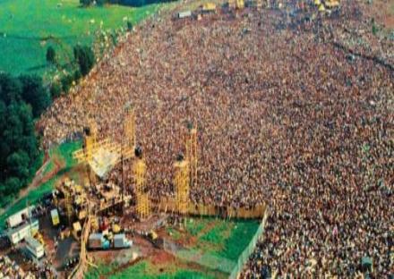CASELLE - Il Prato della Fiera si trasforma in una «mini Woodstock» grazie a «Peace&Rock»