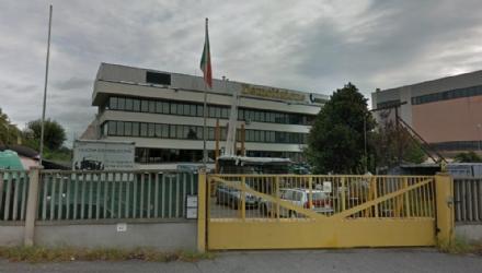RIVOLI - La città sotto shock piange limprenditore che si è suicidato per lazienda fallita