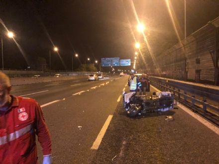 RIVOLI - Provoca un incidente in tangenziale con la sua moto: era ubriaco