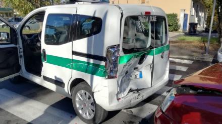 GRUGLIASCO - Lauto dei civich tamponata da una Panda: tre feriti portati in ospedale