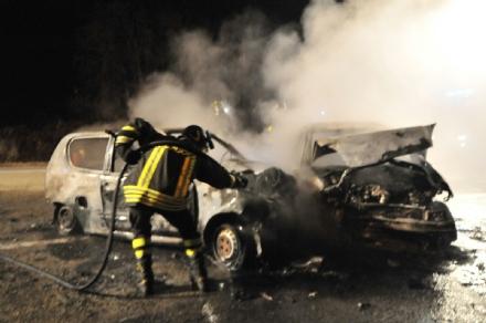 FIANO-ROBASSOMERO - Gravissimo incidente sulla Sp1: due auto prendono fuoco, tre feriti