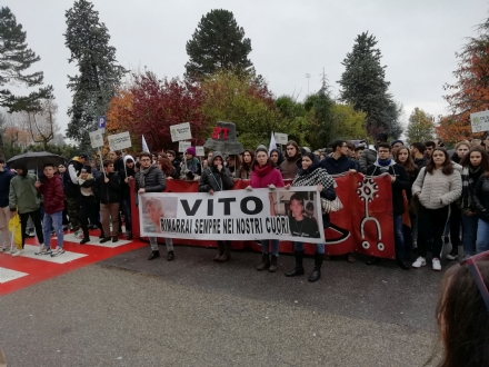 RIVOLI - Marcia per Vito Scafidi, il ministro Fioravanti: «Non si scherza sulla sicurezza nelle scuole»