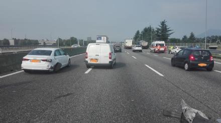 SAVONERA - Incidente in tangenziale: due feriti e tre veicoli coinvolti