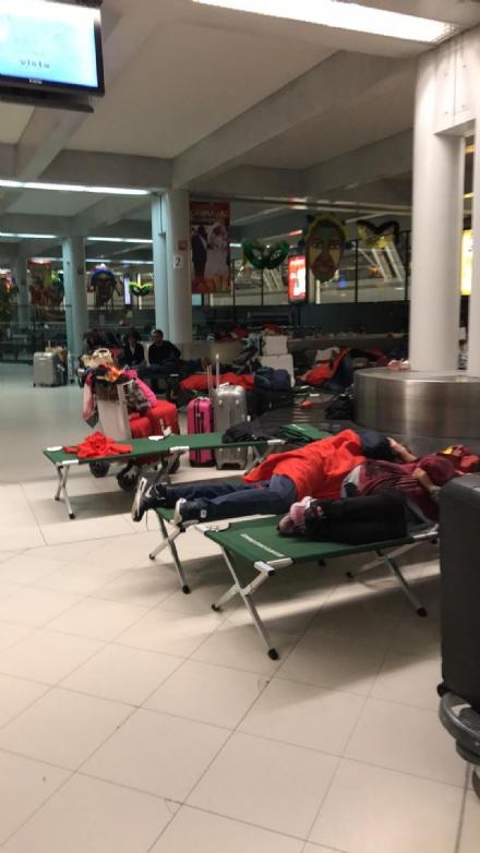 ODISSEA AEREA - Comitiva di 250 turisti bloccati Martinica, tornati in Italia dopo due giorni da incubo