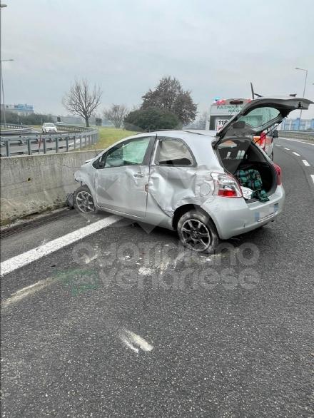 TORINO-COLLEGNO-SAVONERA - Mattinata di incidenti: cinque in poco tempo, tre feriti