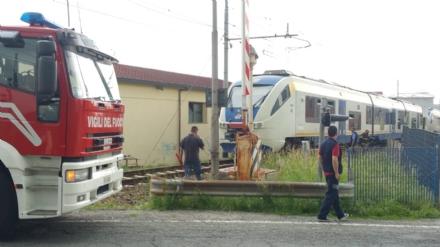 CAOS SULLA TORINO-CERES - Camion trancia i cavi elettrici, treni in tilt sulla linea