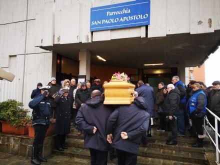VENARIA - Gli amici di una vita per lultimo saluto al marinaio Claudio Genta