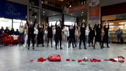 VENARIA - La pioggia non ha fermato le iniziative per la Giornata contro la violenza sulle donne