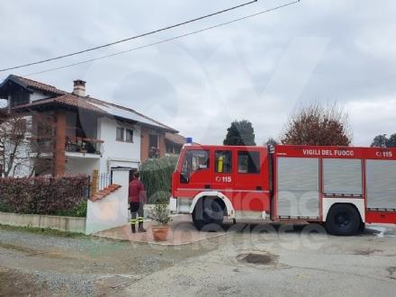MATHI - Incendio al tetto di unabitazione: famiglia evacuata, pompieri evitano il peggio