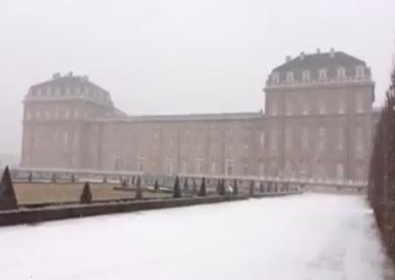 VENARIA - La prima nevicata dellanno nella Reale e in Reggia: VIDEO