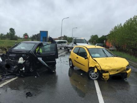 CASELLE - Scontro lungo la provinciale: due auto coinvolte, tre persone ferite
