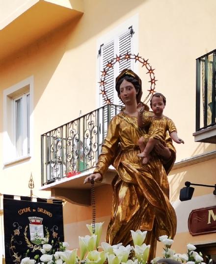 DRUENTO - Furto in chiesa: rubato il rosario alla statua della Madonna