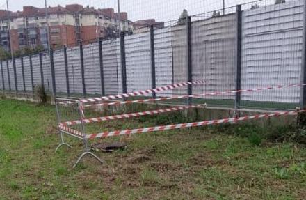 VENARIA - Tombini rotti al Don Mosso: ecco transenne e nastri dopo la denuncia del Venaria Calcio