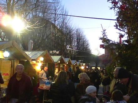 RIVOLI - Torna il «Villaggio di Babbo Natale» da piazza Martiri a piazza Matteotti