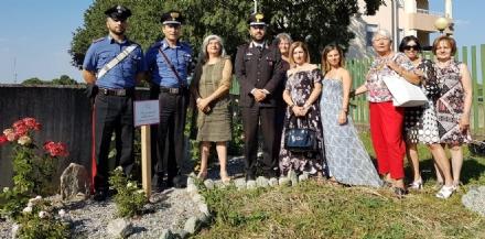 VENARIA - Un roseto in memoria delle donne vittime di violenza nella «casa» dei carabinieri della Reale