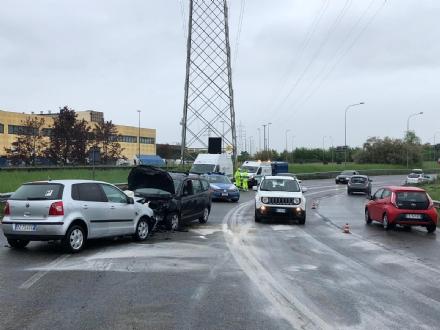 VENARIA - Frontale allo svincolo della tangenziale: due auto coinvolte, due feriti