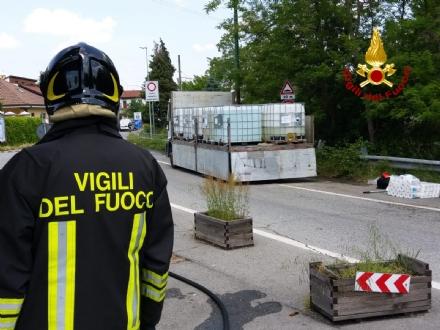 VENARIA - Camion perde il carico: situazione tornata alla normalità in via Stefanat