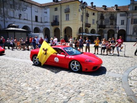 VENARIA - Le auto più belle e suggestive hanno invaso il centro storico della Reale