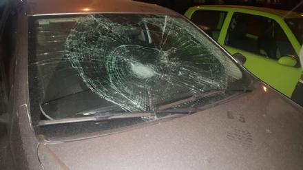 MAPPANO - Sempre più terra di nessuno: i teppisti salgono sulle auto e sfondano i parabrezza