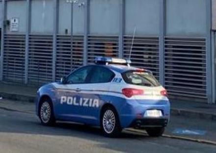 RIVOLI - Il passante immortala con il telefonino i ladri e li fa arrestare dalla polizia