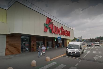 RIVOLI - Chiusura Auchan: cassa integrazione a zero ore per due mesi e stop agli esuberi