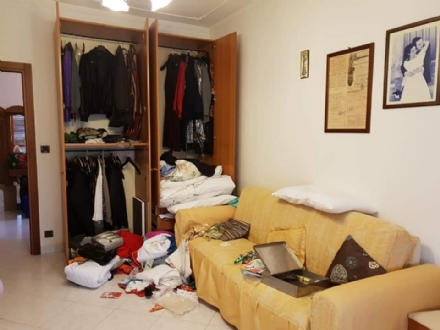 BORGARO - Ladri in azione in via Cirié: alloggio messo sottosopra
