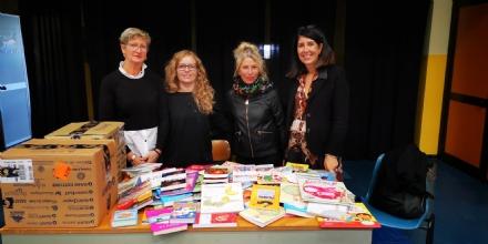 BORGARO - «Aiutaci a Crescere, Regalaci un Libro!»: donati 345 libri allIstituto Comprensivo