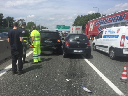 RIVOLI - Doppio incidente in tangenziale: sei auto coinvolte e cinque persone rimaste ferite