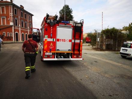 BORGARO - Incendio nel vecchio magazzino di Scarpe e Scarpe - FOTO