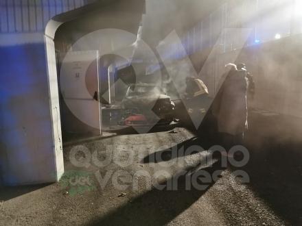 VENARIA - Incendio al campo Don Mosso: auto data alle fiamme nella zona spogliatoi
