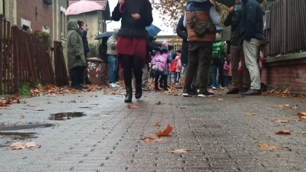 COLLEGNO - Più sicurezza per i bambini della scuola Leumann: vietata la circolazione alle auto