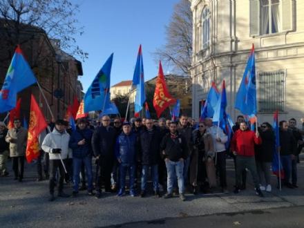 COLLEGNO - Sit-in contro i licenziamenti dei lavoratori di Moreggia e Avionitaly
