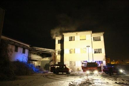 BORGARO - Incendio in una fabbrica abbandonata in via Armando Diaz