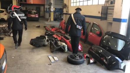 CASELLE - Carrozzeria delle auto rubate scoperta dai carabinieri: un uomo denunciato per ricettazione - FOTO