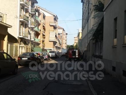 VENARIA - Fuga di gas in via IV Novembre: tecnici e vigili del fuoco in azione, traffico deviato