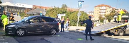 VENARIA - Scontro fra due auto allincrocio: feriti una mamma e un bambino