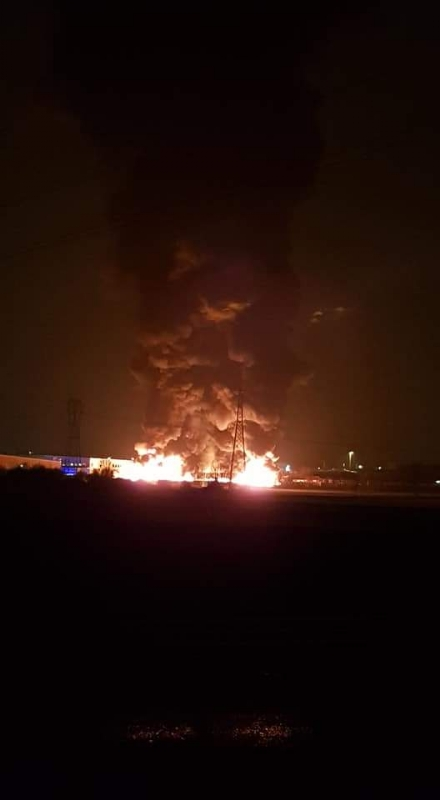 PIANEZZA-COLLEGNO - A fuoco i capannoni della ditta «Omnia Recuperi» di strada Signagatta