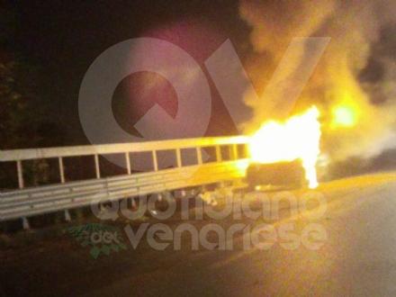 CASELLE - Auto a fuoco mentre percorreva la ex statale